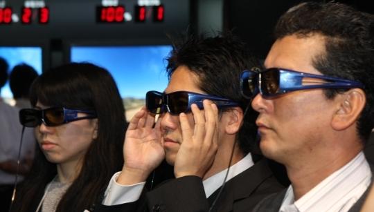 Propone un estándar común de lentes 3d para cines y televisores