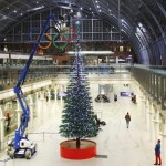 Construyen gigantesco Árbol Navideño con LEGO en Londres