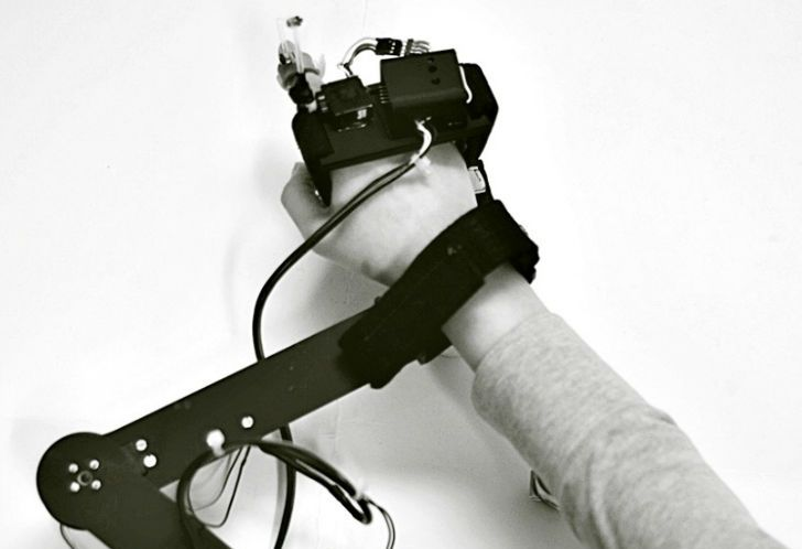 This Machine Guides Your Hand to Teach You How to Draw