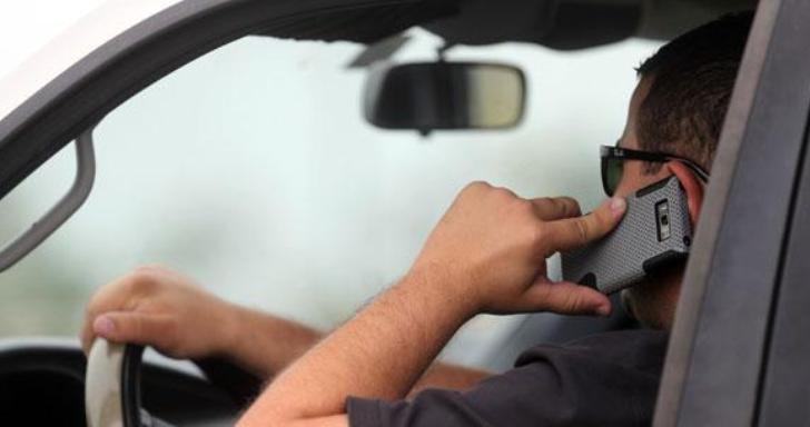 Uso del telefono movil mientras conduce