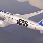 Aviones pintados con las imágenes de R2-D2 y BB8 surcaran el cielo
