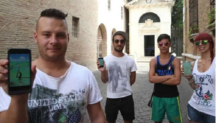 Fanático Italiano trabaja cazando Pokémon por 16 dólares la hora