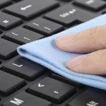 Consejos para poder eliminar los restos de suciedad del teclado