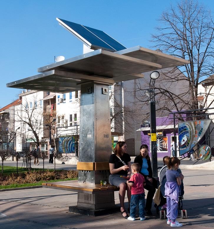 Ford instala en Londres bancas inteligentes conectadas a paneles solares