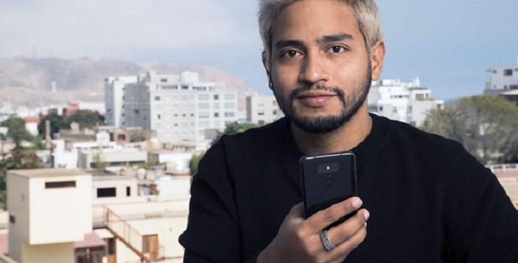 Diseñador peruano crea tejido inteligente capaz de recargar la batería de un smartphone