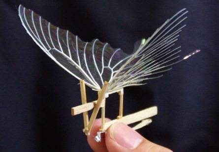 Una Mariposa Artificial que imita el Vuelo de forma Real