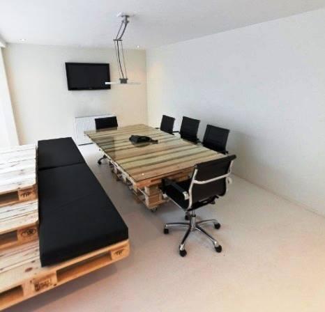 Una decoraci n o dise o minimalista y econ mico en una for Diseno de oficinas minimalistas