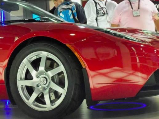 El futuro auto eléctrico recargable e inalámbrico