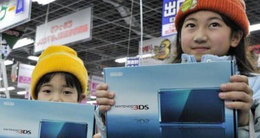 Nintendo lanza en Japón su consola versión 3D