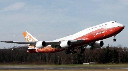 El avión más largo del mundo efectuó su primer vuelo de prueba
