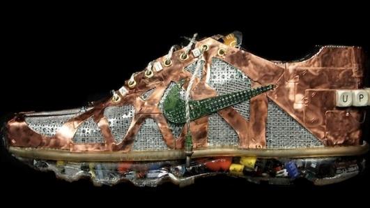 Zapatillas Nike hechas con desechos y partes de computadoras de escritorio
