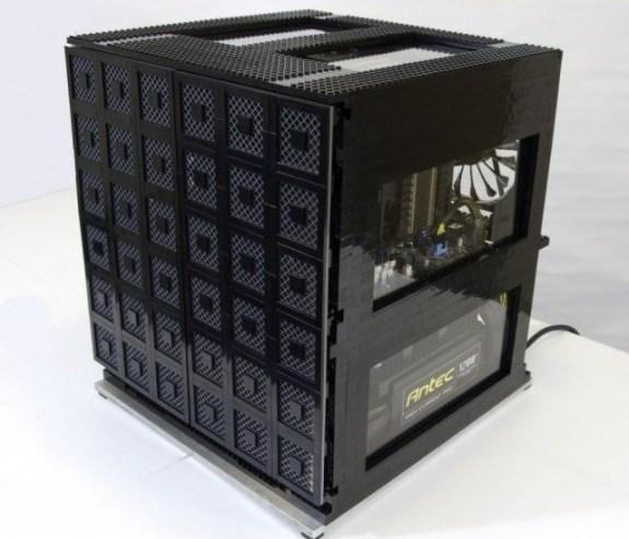 Un ordenador construido íntegramente con piezas LEGO