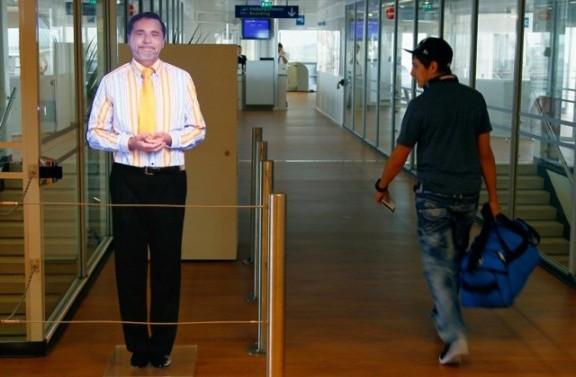 Holograma virtual en aeropuerto francés nos da la bienvenida