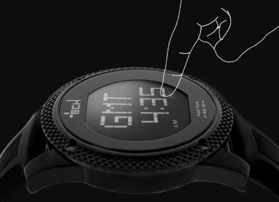 Plus Tech: el primer reloj con pantalla touch