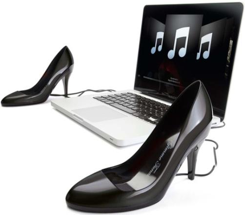 Altavoces USB con la forma de un par de zapatos de tacones