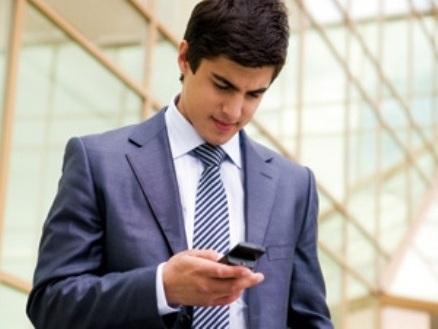 """El """"text neck"""", trastorno físico por el uso prolongado de dispositivos móviles"""