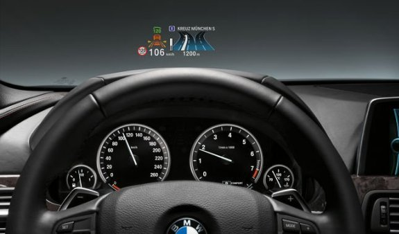 El Head-Up Display de BMW evoluciona y ahora se visualiza a color