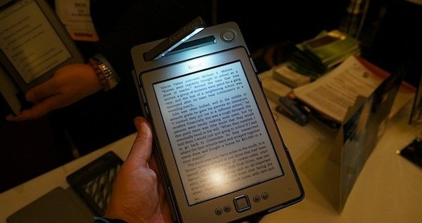 SolarKindle: Cubierta y cargador solar para Kindle con gran autonomía
