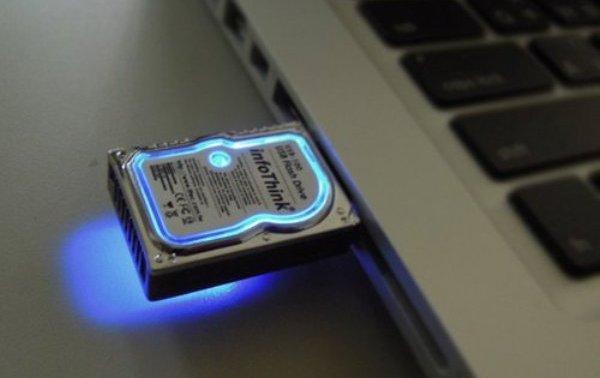 Novedoso Pendrive USB con forma de disco duro