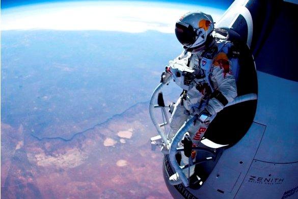 Espectacular salto en paracaídas desde 22 km de altura