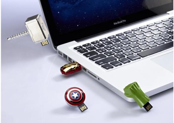 """Memoria USB con la figura y accesorios de """"Los Vengadores"""""""