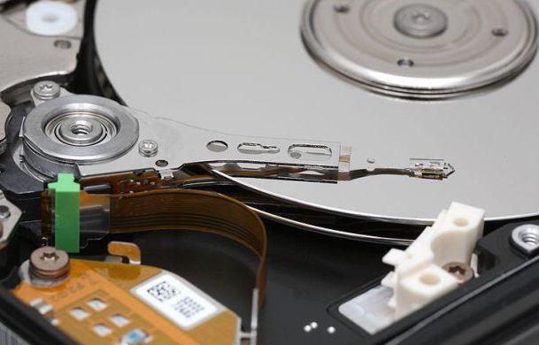 Crean discos de zafiro que podrían almacenar información por millones de años
