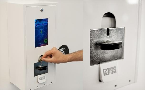 Máquina dispensadora que entrega apps en lugar de dulces