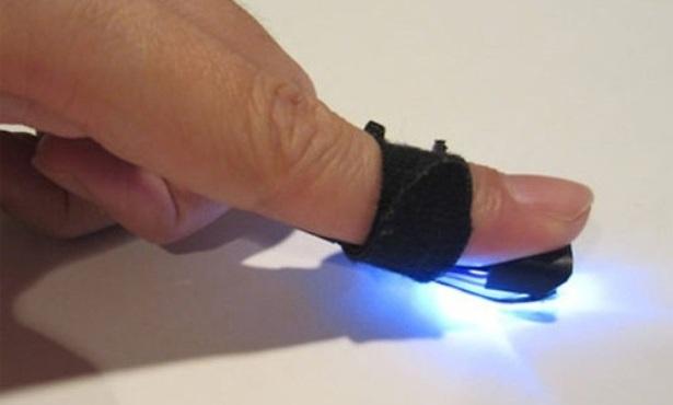 """Investigadores crean un """"dedo mágico"""" para convertir en táctil cualquier superficie"""