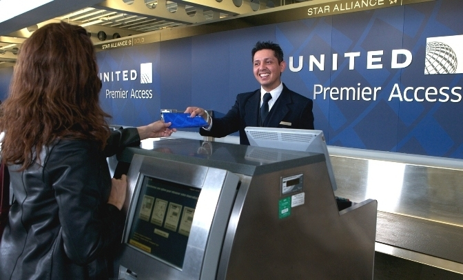 United Airlines supera su meta de puntualidad y recompensa a sus empleados con bonos de desempeño