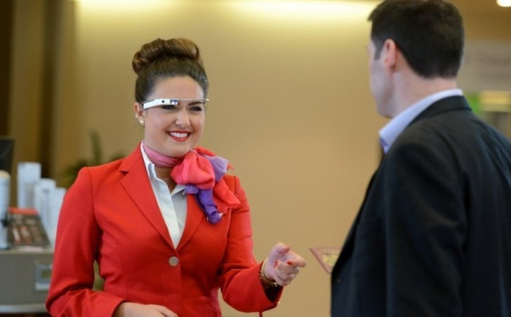 Virgin Atlantic inicia programa de prueba del Google Glass y smartwatch Sony
