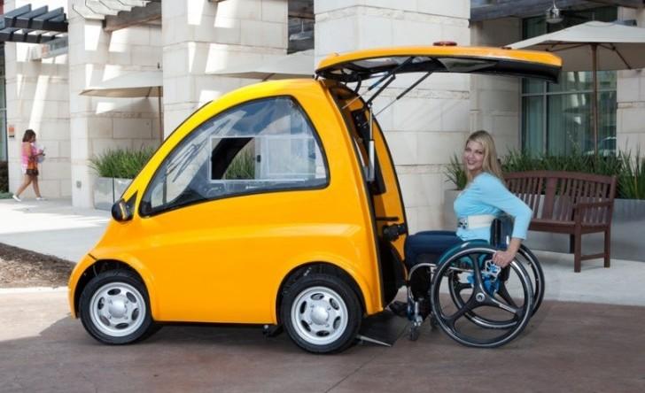 Pequeño auto eléctrico sin asientos ideal para personas en silla de ruedas