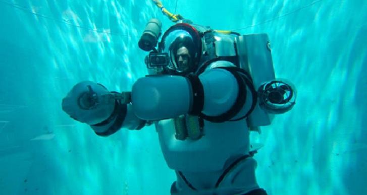 Diseñan un moderno traje de buzo que permite descender a más de 1000 metros de profundidad