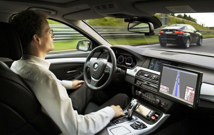 En el año 2035 los autos no tendrán volante, pedales ni retrovisores