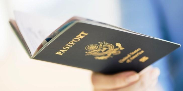 United Airlines presenta nueva funcionalidad de escaneo de pasaportes en su app móvil