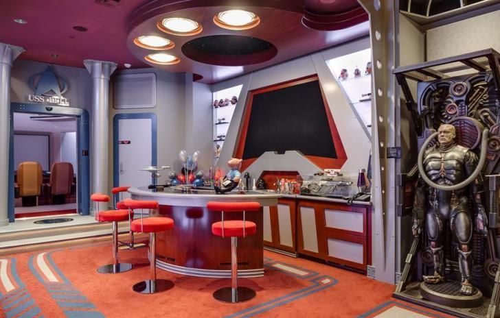 mansión con habitaciones inspiradas en Star Trek y Star Wars