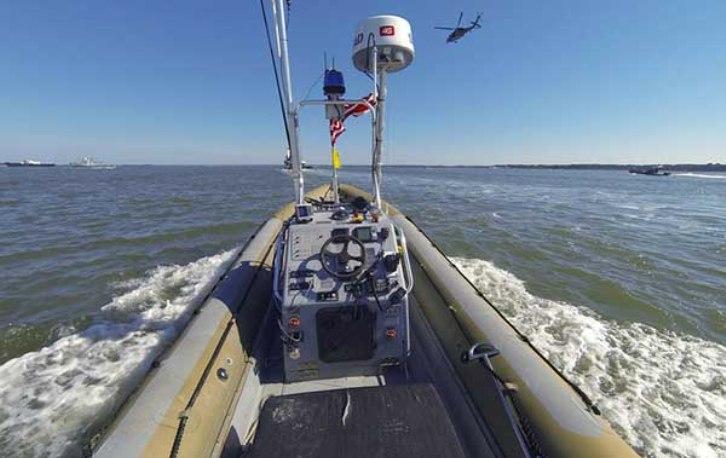 """La Marina de los EE.UU. ya cuenta con una flota de """"barcazas drones"""" inteligentes"""