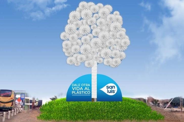 Perú: El primer Eco-Panel construido con 10,000 botellas de PET e iluminado con energía solar
