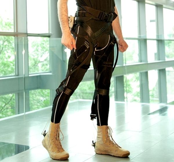 Exoesqueleto ultraligero que permitirá a una persona transportar mucho peso sin lesionarse