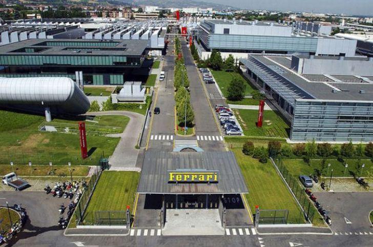 Una exclusiva visita a la fábrica de Ferrari en Italia
