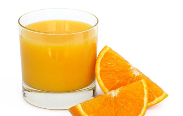El zumo de naranja contiene un poderoso antioxidante
