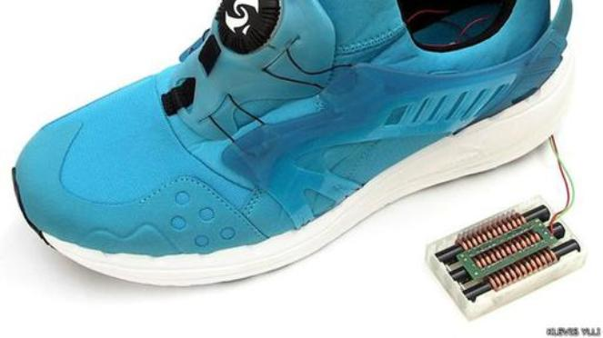 Diseñan novedoso zapato que al caminar produce y almacena energía