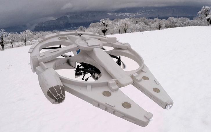 Convierten un cuadricóptero en una réplica del Halcón Milenario