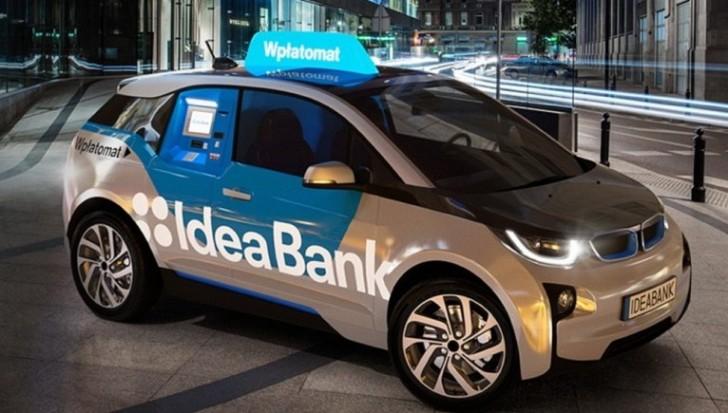 Banco Polaco convierte coche eléctrico BMW i3 en un cajero automático
