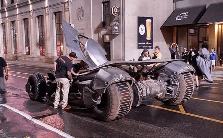 El nuevo Batmobile entra a escena en el set de 'Suicide Squad'
