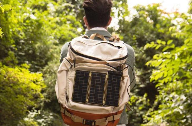 Solar Paper, pequeño panel solar que puede cargar tu teléfono en el exterior