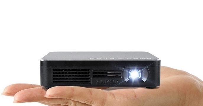 AMAZ-Play: picoproyector led inalámbrico de potente batería
