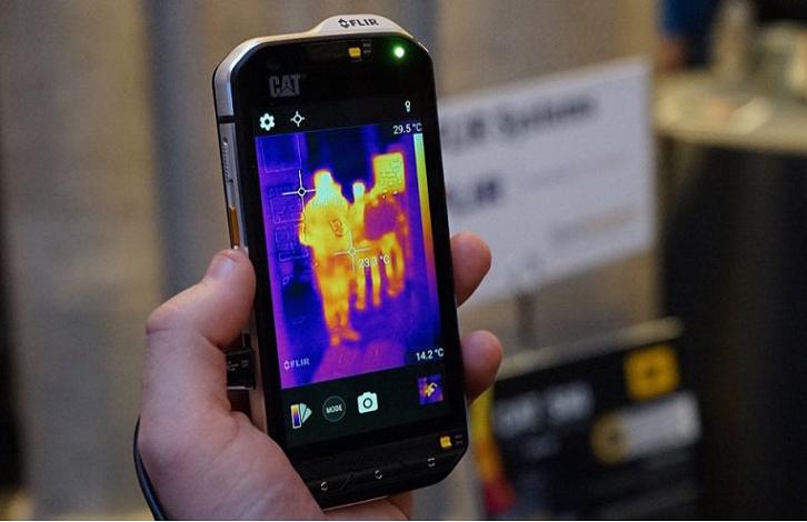"""CAT presenta su Smartphone """"todo terreno"""" que incluye cámara térmica"""