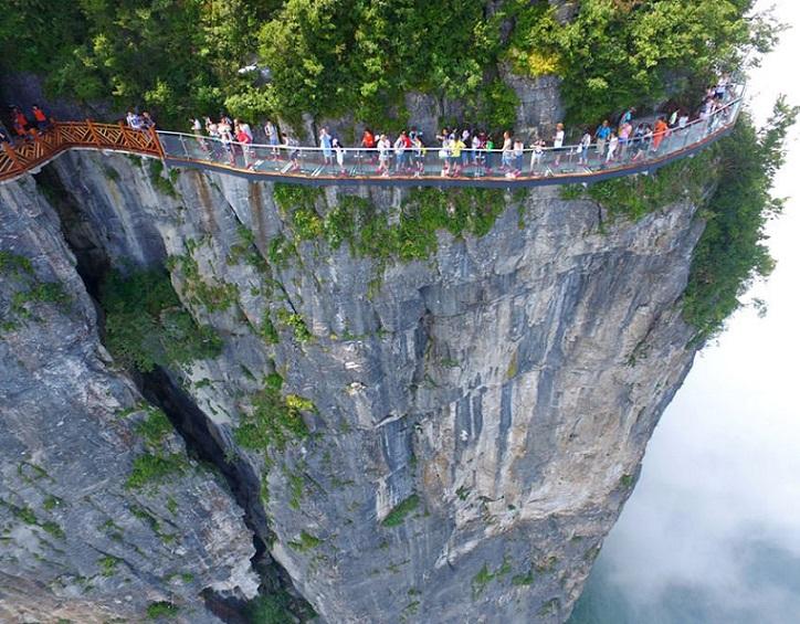 glass-bridge-zhangjiajie-national-forest-park fig.2
