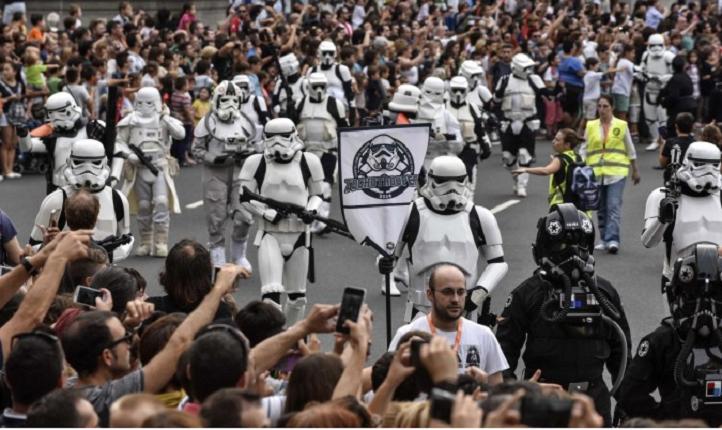 Tropas imperiales de Star Wars invaden las calles en Bilbao (España)
