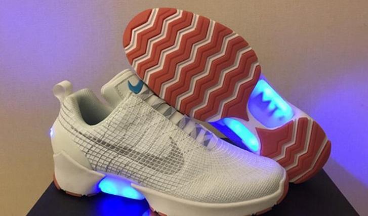 Las zapatillas Nike que se abrochan solas salen a la venta el 1 de diciembre